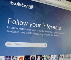 Scammers Trick Thousands of Twitter Users with 'Follower' Bait